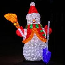 Объемная световая фигура «Снеговик с лопатой и метлой»