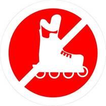 Знак «Проход на роликах запрещен»