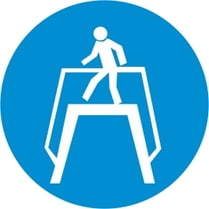 Знак «Переходить по надземному переходу»